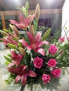 Tips On Sending The Perfect Arrangement Of Flowers Orchid Flower Arrangements, Church Flower Arrangements, Church Flowers, Funeral Flowers, Floral Bouquets, Flowers Nature, Tropical Flowers, Flowers Garden, Fresh Flowers