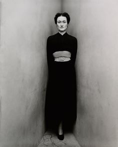 Like the dress.not so much the woman.Wallis Simpson, Duchess of Windsor, photographed by Irving Penn. she's backed into a corner dressed all in black. Wallis was backed into a corner. Wallis Simpson, Edward Steichen, Richard Avedon, White Photography, Portrait Photography, Fashion Photography, Narrative Photography, Inspiring Photography, Vintage Photography