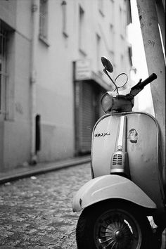 this is really lovely picture.. my favorite motorcycle until now.. VESPA! :)