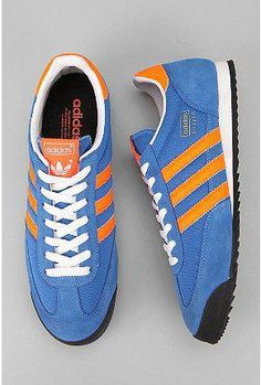 Need to have advice and great tips on women's boots and shoes. Shoes You Can Wear With Anything. Adidas Dragon Azul, Casual Sneakers, Shoes Sneakers, Casual Shoes, Sneaker Games, Sports Shoes, Adidas Shoes, Athletic Shoes, Footwear