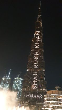SRK becomes first Bollywood celeb to feature on Burj Khalifa - BDC TV Richest Actors, Dubai Tourism, Srk Movies, Violin Art, Rishi Kapoor, Om Shanti Om, Sr K, Belated Birthday, Bollywood Actors