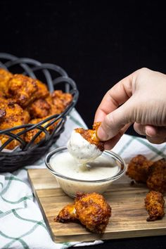 Chou Fleur Wings sauce BBQ (Végan) - Free The Pickle A recipe for cauliflower wings with BBQ sauce. Cauliflower Wings, Cauliflower Crust, Cauliflower Recipes, Cooker Recipes, Diet Recipes, Vegetarian Recipes, Healthy Recipes, Vegan Vegetarian, Recipes Dinner