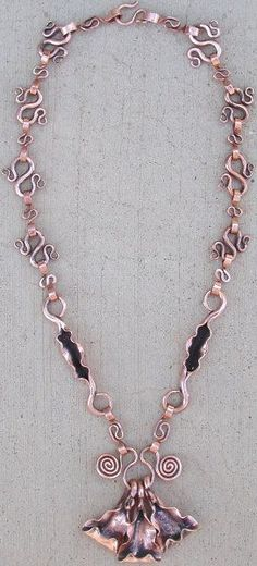DIY Bijoux forged copper necklace more spirals; almost figure 8s as links. Ends of thes