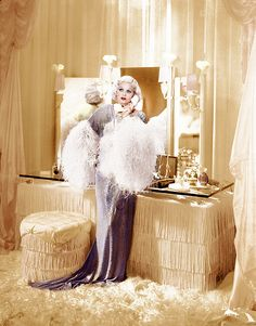 Jean Harlow - it seems most of Hollywood wore elegant / lingerie. Vintage Hollywood, Old Hollywood Glamour, Vintage Glamour, Vintage Beauty, Classic Hollywood, Vintage Fashion, Hollywood Regency, Old Hollywood Vanity, Hollywood Glamour Bedroom