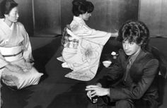 In November 1979, Eric Carmen made his first trip to Japan. This photo provides a rare behind-the-scenes look at one of the press events Eric participated in while in Tokyo.