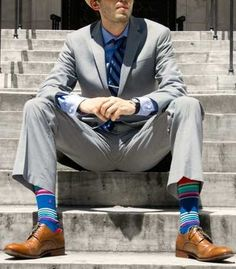 Wearing Bright Socks - Men's Colorful Sock Rules - When and How to Wear Brightly Colored Socks Mens Fashion Sweaters, Fashion Socks, Men's Fashion, Latest Mens Fashion, Mens Fashion Suits, Funky Outfits, Boy Outfits, Cool Boys Clothes, Outfit Trends