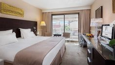 Lit king size dans la chambre supérieure avec terrasse à l'Hotel Gray d'Albion de Cannes | France #France #Cannes #Chambre #Bedroom #Hotel