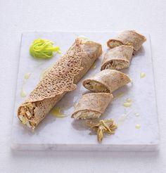 Le crespelle con carciofi e porri sono una pietanza allettante da poter servire come primo o secondo. Si tratta di crepes preparate con farine senza glutine e farcite con ortaggi di stagione