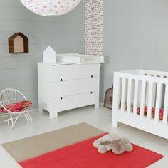 Une chambre de bébé douce et épurée