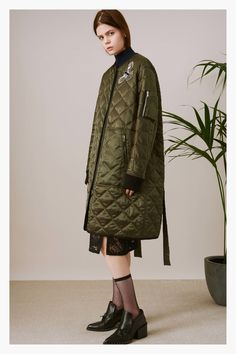 Oversize bombers and oversize thermals✨Markus Lupfer Pre-Fall 2017 Collection Photos - Vogue: Fashion 2017, Fashion Show, Fashion Design, Markus Lupfer, Jacket Style, Mantel, Winter Outfits, Winter Fashion, Ready To Wear