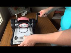Sizzix Big Shot Demo / How to use a Big Shot