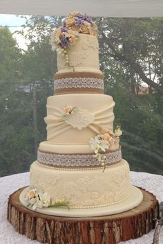 Vintage Rustic Wedding Cake I'd love to do burgundy, coral and peach roses with baby's breath on this cake! Love this cake! It's different and traditional at the same time. Wedding Cake Prices, Round Wedding Cakes, Wedding Cake Rustic, Rustic Cake, Wedding Cake Designs, Western Wedding Cakes, Cake Wedding, Trendy Wedding, Dream Wedding