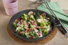 Gratinado de brócoli y champiñones con salsa bechamel. ¡Exquisito! Descubre más en http://www.gallinablanca.es/receta/gratinado-de-brocoli-y-champinones-60795/#.U14h-K6bvcs