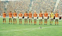 A Copa do Mundo de 1974 entrou para a história por ser, talvez, uma das únicas em que o vice-campeão teve mais fama, histórias e façanhas que o próprio campeão. A culpada desse fato inusitado foi a seleção da Holanda, um time fantástico, irresistível e formidável que simplesmente massacrou os rivais durante sua campanha  no Mundial.