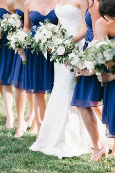 Matching bouquets for the bride and bridesmaids | Brides.com