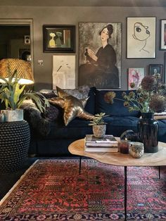 A Inky-Hued Home Full of Stunning Art and Cosy Corners ideas cosy colour A Inky-Hued Home Full of Stunning Art and Cosy Corners - Dear Designer Home Living Room, Living Room Decor, Cosy Living Rooms, New Yorker Loft, Cosy Corner, Quirky Home Decor, Quirky Living Room Ideas, Piece A Vivre, Dark Interiors