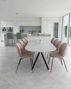 Buy this ultra cool Fusion Living Luxurious Blush Pink Velvet Dining Chair with Black Metal Legs for a modern and stylish alternative, Dining Table In Living Room, Modern Dining Table, Marble Dining Tables, Decoration Inspiration, Dining Room Inspiration, Table And Chairs, Home Furnishings, Home Furniture, Interior Design