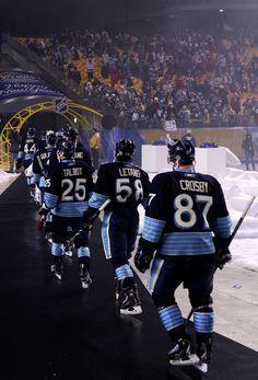 Sidney Crosby Photo - 2011 NHL Bridgestone Winter Classic - Washington Capitals v Pittsburgh Penguins .when I fell in love with them. Hot Hockey Players, Nhl Players, Hockey Teams, Hockey Rules, Nhl Jerseys, Sports Teams, Pittsburgh Sports, Pittsburgh Penguins Hockey, Pens Hockey