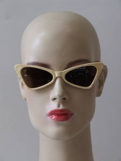 Vintage jaren 60's NOS Solflex zonnebril Cat Eye Sunglasses, Sunglasses Women, Eyes, Retro, Vintage, Fashion, Moda, Fashion Styles, Neo Traditional