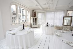 White New York Loft Wedding. White floors are amazing. White New York Loft Wedding. White floors are Empire State Building, New Yorker Loft, Monochrome Weddings, Manhattan Penthouse, Studios, Soho Loft, Open Showers, Hotels, Loft Wedding