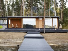 This recently designed villa is a prefabricated holiday home for a couple and their five active children by PlusArchitects Ltd, on Lake Päijänne, Finland. Prefabricated Houses, Prefab Homes, Scandinavian Garden, Scandinavian Design, Modern Barn House, Arch House, Dream Properties, Villa, Forest House