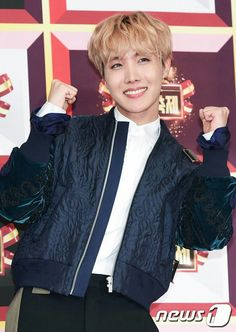 J-Hope ❤ BTS on the 2016 KBS Gayo Daechukje Red Carpet (161229) #BTS #방탄소년단