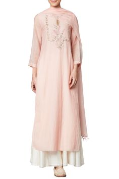 Best Ideas For Fashion Design Sketches Indian Salwar Kameez Pakistani Dresses, Indian Dresses, Indian Outfits, Indian Clothes, Anita Dongre, Indian Fashion Designers, Indian Designer Wear, Indian Attire, Indian Wear