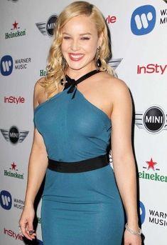 Abbie Cornish, Hollywood Actor, Hollywood Stars, Modern Fashion Outfits, Warner Music, Freida Pinto, Full Figured Women, Female Actresses, Voluptuous Women