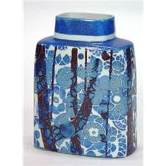 Vase, Hand painted Royal Copenhagen fajance pattern flat sided vase decorated with tube-lined stylised 19 cm