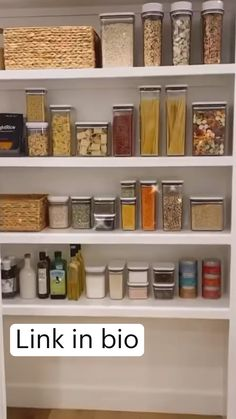 Small Pantry Organization, Kitchen Pantry Storage, Kitchen Pantry Design, Kitchen Organisation, Kitchen Jars, Home Organization Hacks, Home Decor Kitchen, Pantry Room, Home Room Design