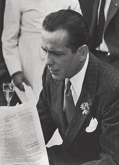 ❦ Humphrey Bogart in Casablanca Old Hollywood Movies, Hollywood Icons, Hollywood Actor, Golden Age Of Hollywood, Vintage Hollywood, Hollywood Stars, Classic Hollywood, Hollywood Glamour, Journal Photo