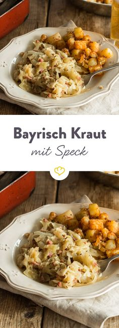 Bayrisch Kraut mit Speck und Bratkartoffeln Hearty, spicy, good: When the classic made from crispy white cabbage smells and the fragrance spreads, you get a really warm heart. Cooking 101, Cooking Recipes, Healthy Recipes, Bavarian Recipes, Oktoberfest Food, Cabbage And Bacon, Low Carb Lunch, Xmas Food, Bratwurst