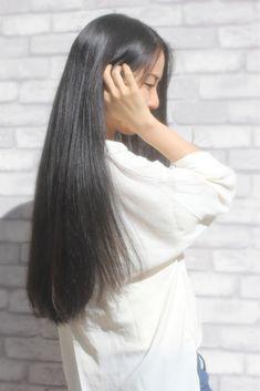 Purple Wallpaper Iphone, Silky Hair, Aesthetic Girl, Black Hair, Hair Beauty, Long Hair Styles, Long Black, Hair Colors, Queens