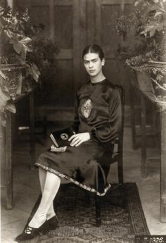 Painter Frida Kahlo was a Mexican self-portrait artist who was married to Diego Rivera and is still admired as a feminist icon. Diego Rivera, Frida E Diego, Frida Art, Harlem Renaissance, Famous Artists, Great Artists, Frida Salma, Rare Photos, Vintage Photos