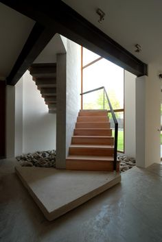 stone elements to give a new look to the house which brook to the flat geometry of the original house