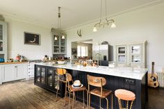 This beautiful deVOL island is almost 4m long and is painted our brand new Printer's Black colour. It housed a big double sink, an integrated dishwasher,a pull out big, an oven, draws, two beautiful bespoke glazed base cabinets and a very cool breakfast bar area.