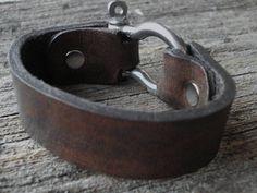 Anpassbare Leder Manschette mit Pin Schäkel von seattleleather
