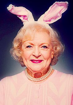 I absolutely adore Betty White! 16 Most Outrageous Things Betty White Has Ever Said Betty White, Kevin Spacey, Richard Gere, Golden Girls, Johny Depp, Cinema, Nicolas Cage, Sean Connery, Actrices Hollywood