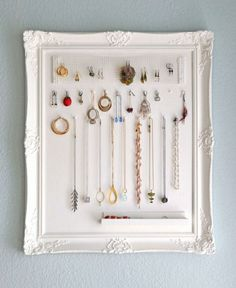 Looking for fun, creative, and inexpensive DIY Christmas gifts? Make these DIY Christmas gifts that are sure to please everyone on your list! Jewellery Storage, Jewellery Display, Jewelry Organization, Diy Jewellery, Jewellery Earrings, Jewellery Boxes, Office Organization, Stud Earrings, Necklace Display