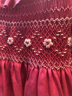 Smocking Baby, Smocking Plates, Smocking Patterns, Baby Dress Patterns, Hand Embroidery Patterns, Embroidery Stitches, Sewing Patterns, Girls Smocked Dresses, Little Girl Dresses