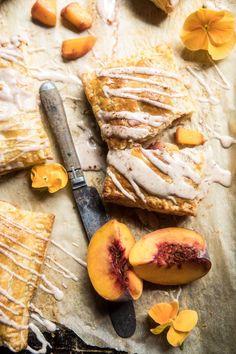 Cupcakes, Brown Sugar Peaches, Brown Sugar Pop Tarts, Peach Puff Pastry, Brunch Recipes, Breakfast Recipes, Dessert Crepes, Delicious Desserts, Dessert