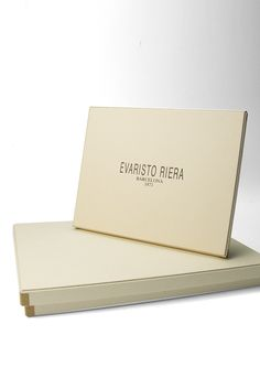 Chocolate packaging manufacturer from Barcelona. Caja de bombones de lujo fabricada en Barcelona por Evaristo Riera. Easter / Pascua