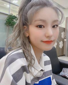Kpop Girl Groups, Korean Girl Groups, Kpop Girls, Grey Hair, Blue Hair, Programa Musical, Fandom Kpop, Jennie Blackpink, My Princess