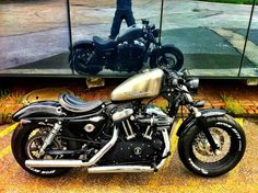 Sportster 48 make it two seater and I'm sold Sportster 48, Custom Sportster, Retro Motorcycle, Bobber Motorcycle, Cafe Racer Bikes, Cafe Racers, Motos Harley Davidson, Vintage Bikes, My Ride