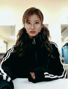 Shy Girls, Kpop Girls, Kpop Girl Groups, Korean Girl Groups, Nayeon, Twice Band, Sana Momo, Twice Korean, Sana Minatozaki