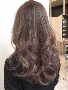 Hair cuts 2018 curly Ideas for 2019 Medium Hair Cuts, Medium Hair Styles, Curly Hair Styles, Haircut Medium, Ombre Hair, Wavy Hair, Dyed Hair, Permed Hairstyles, Pretty Hairstyles