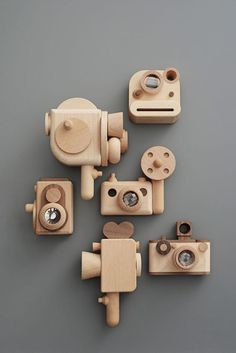 Woodworking For Kids, Woodworking Projects, Woodworking Basics, Wooden Camera, Toy Camera, Toy Craft, Montessori Toys, Wooden Hand, Wood Toys