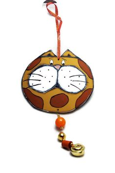 Red cat garland with beads and gold jingle bell - Cat mobile door hanger de la boutique LULdesign sur Etsy