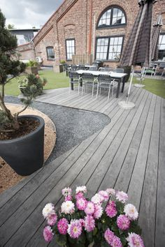 Kebony SYP terrace with silver patina at Fiskar's office in Norway Living Room Wood Floor, Decking, Real Wood, Cladding, Norway, Terrace, Garden Design, Hardwood, Tropical