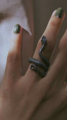 Draco Malfoy Aesthetic, Slytherin Aesthetic, Slytherin Ring, Fimo Ring, Harry Potter Accesorios, Dark Green Aesthetic, Accesorios Casual, Cute Rings, Fantasy Jewelry